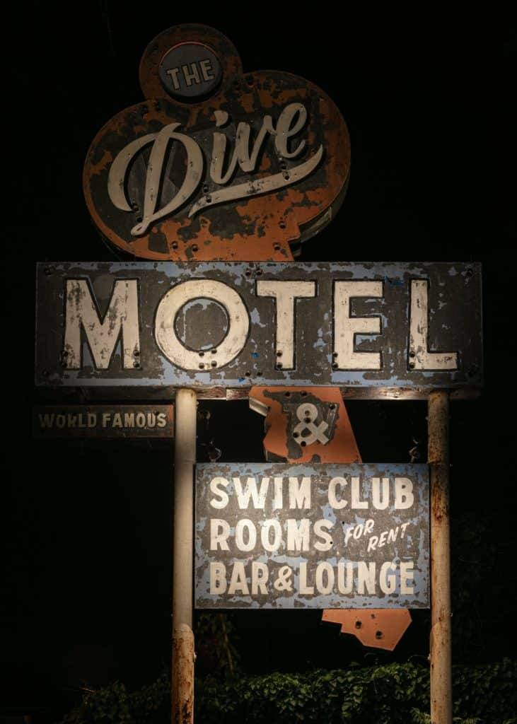 Dive Motel Bar 16 1